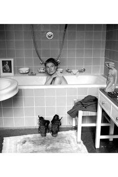 Lee Miller in Hitler's Bathtub 1945 < nor (wroc ww2) https://de.pinterest.com/pin/498984833693803226/