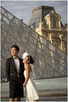 Engagement photo at Louvre weddinglight.com/