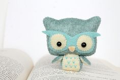 Etsy の PDF Pattern  Felt Owl Nogget Plush by typingwithtea