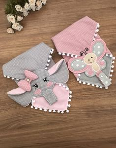 Baby Shower Gifts, Baby Gifts, Felt Kids, Baby Bibs Patterns, Bib Pattern, Baby Embroidery, Applique Designs, Baby Sewing, Diy Clothes