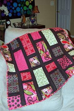 5 hour quilt - like the darker color for the lines . . .maybe gray with the bird fabric for backing??