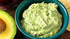 Sour cream gives this guacamole-inspired avocado and spinach dip an extra level of creaminess.- use veganaise instead of sour cream. Avocado Dip, Avocado Recipes, Dip Recipes, Mexican Food Recipes, Cooking Recipes, Potato Recipes, Vegetable Recipes, Vegetarian Recipes, Avocado Cream