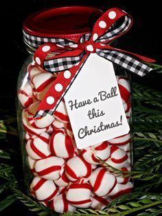 Sewing Gift Need a last-minute gift or the perfect way to present a gift card? These easy gifts in Mason jars should do the trick! - Need a last-minute gift or the perfect way to present a gift card? These easy gifts in Mason jars should do the trick! Christmas Gift Tags Printable, Christmas Goodies, Christmas Printables, Christmas Presents, Christmas Time, Holiday Gifts, Christmas Decorations, Printable Tags, Christmas Ideas