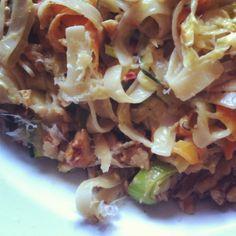 Möhren-Zucchini-Pasta mit Nüssen und Parmesan
