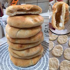 Το ιδανικό κολατσιό - Υπέροχες πιτούλες με τυρί (συνταγή από την Γεωργία) Hot Dog Buns, Hot Dogs, Pita Bread, Pizza, Recipes, Food, Alphabet, Pie, Essen