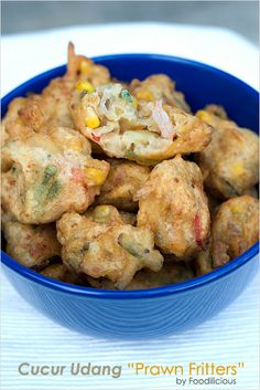 Cucur Udang (Prawn Fritters) Recipe - Crispy golden brown crust on the outside, once bitten, a softer texture reveals and you will taste fresh shrimps, crunchiness of the sweet corn kernels, and a slight spiciness to it. Malaysian Cuisine, Malaysian Food, Malaysian Dessert, Malaysian Recipes, Prawn Recipes, Seafood Recipes, Cooking Recipes, Rice Recipes, Delicious Recipes