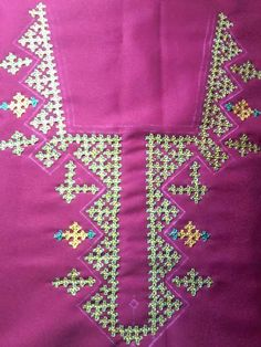 . Embroidery Neck Designs, Indian Embroidery, Beaded Embroidery, Embroidery Stitches, Embroidery Patterns, Hand Embroidery, Quilt Patterns, Kutch Work Designs, Hand Work Blouse Design