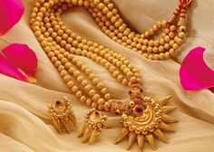 Gold Jewelry Design In India Key: 4995484903 Gold Bangles Design, Gold Jewellery Design, Silver Jewellery, Maharashtrian Jewellery, Kerala Jewellery, India Jewelry, Gold Mangalsutra Designs, Jewelry Design Earrings, Necklace Designs