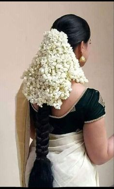 very nice figure, good buttocks, nice blouse, super flowers, very hottest figure. Indian Bridal Hairstyles, Loose Hairstyles, Flower Hairstyles, Beautiful Braids, Beautiful Long Hair, Indian Long Hair Braid, Thing 1, Super Long Hair, Beautiful Girl Indian