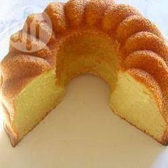 Advocaat-cake Ingrediënten 250 ml zonnebloemolie 250 gr suiker 5 eieren van gelukkige kippen 250 gr bloem 250 ml advocaat 1 zakje bakpoeder
