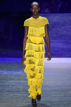 Naeem Khan Spring 2017 Ready-to-Wear Fashion Show Fashion Week 2016, Fashion 2017, New York Fashion, Desert Fashion, High Fashion, Fashion Show, Naeem Khan, Yellow Fashion, Fashion Colours