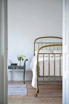 Metal Bedframe // White Walls // White Bedding // Wood Floors // Vintage Bed // Home Decor
