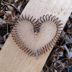 Heart Shape Crafts for Valentine's Day That You Will Want To Make Right Now Bed Spring Crafts, Spring Projects, Spring Art, Diy Projects, Valentine Decorations, Valentine Crafts, Christmas Crafts, Rusty Bed Springs, Trampoline Springs