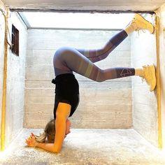 "Anne Buur studio på Instagram: ""Vi kan slet ikke få nok af smukke @natasjaeilerskov i Striped Leggings og Balance Top 👏✨🌈 #annebuurstudio #yogadk #yogadenmark #yogalærer…"""