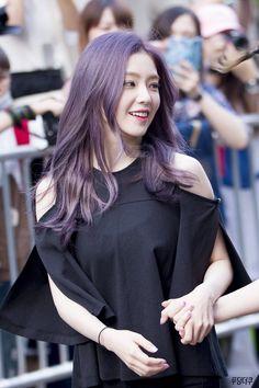 """""""petition for irene to dye her hair back to purple"""" Red Velvet アイリーン, Irene Red Velvet, Velvet Hair, Seulgi, Trendy Hairstyles, Girl Hairstyles, Kpop Hair Color, Hair Colour, Different Hair Colors"""