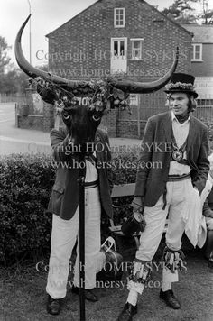 "https://flic.kr/p/qCBhxj | The Mayor of Ock Street Abingdon Oxfordshire | The Election of the Mayor of Ock Street, Abingdon, Oxfordshire. England 1971 The Horns.  HOMER SYKES  <a href=""http://homersykes.photoshelter.com/"" rel=""nofollow"">homersykes.photoshelter.com/</a>  KEYWORD "" OCK STREET"""