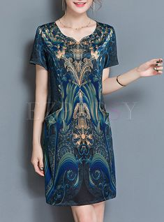 Shop Vintage V-neck Print Shift Dress at EZPOPSY. Gown Pattern, Dress Patterns, Midi Dresses Online, Dress Online, Sunday Dress, Batik Dress, Prom Dresses With Sleeves, Plus Size Dresses, Look Fashion