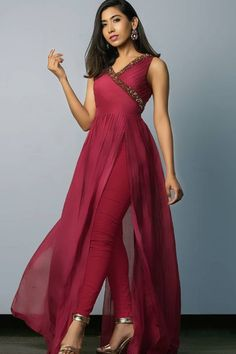 Indian Gowns Dresses, Indian Fashion Dresses, Fashion Outfits, Fashion Flats, Fasion, Dress Fashion, Fashion Jewelry, Lehenga Anarkali, Indian Fashion Trends