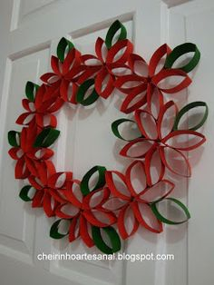 Mom Shares Photo of How the Keto Diet Transformed Her Body After Pregnancy Paper Towel Roll Crafts, Toilet Paper Roll Art, Rolled Paper Art, Toilet Paper Roll Crafts, Christmas Paper Crafts, Christmas Art, Christmas Projects, Holiday Crafts, Christmas Wreaths