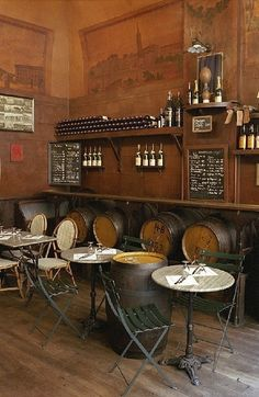 GreAt little rustic set up for a bar or coffee shop.