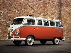 1951 Volkswagen T-1 Deluxe Samba Bus. Heeft gewoon heel veel stijl!