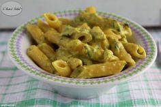 La pasta al curry e zucchine è un primo piatto cremoso e dal sapore intenso.