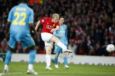 ON THIS DAY: In 2008, Paul Scholes scored this rocket against Barcelona in the Champions League semi-final.