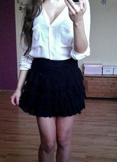 Kup mój przedmiot na #vintedpl http://www.vinted.pl/damska-odziez/spodnice/11765456-czarna-koronkowa-spodniczka-z-falbankami