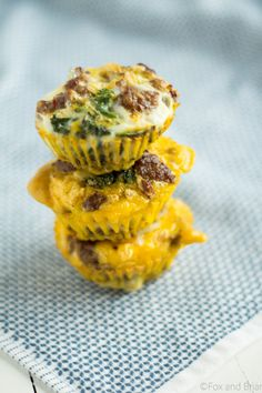 These sausage and egg make ahead muffins are a low carb, grain free, high protein breakfast that you can make ahead and store in the fridge., On busy mornings, just heat them up and have a quick healthy breakfast.