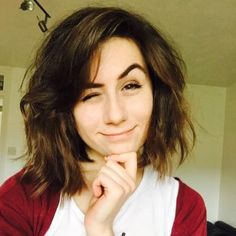 doddleoddles (youtuber) new hair is perfect, such a diffrent look for her!