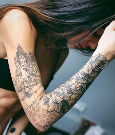 Tattoos for women: totally recommended designs! Pretty Tattoos, Cute Tattoos, Beautiful Tattoos, New Tattoos, Girl Tattoos, Small Tattoos, Flower Arm Tattoos, Tatoos, Yoga Tattoos