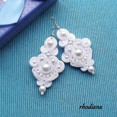 Simply White Soutache Earrings Wedding Bride by RhodianaSoutache Soutache Pendant, Soutache Jewelry, Beaded Jewelry, Handmade Jewelry, White Pearl Necklace, Pearl White, Celtic Crafts, Quilling Craft, Cultured Pearls