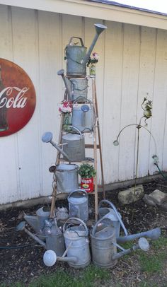 Shabby chic garden planters watering cans 25 super Ideas Rustic Garden Decor, Shabby Chic Garden, Vintage Garden Decor, Rustic Gardens, Garden Junk, Garden Items, Garden Planters, Metal Planters, Old Ladder