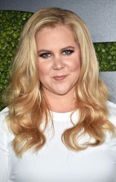 Amy Schumer glammed up her look with beautiful bouncy waves for the GQ 20th Anniversary Men of the Year party.