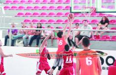 Se mantiene invicto Huracanes de Playa en la Liga Mayor de Baloncesto