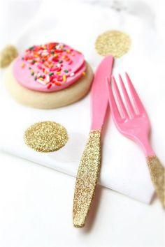 Gold Glitter Party Utensils, Set of 10 -- ooohhhh, bet I could DIY this! Pink Gold Party, Glitter Party, Gold Glitter, Glitter Face, Glitter Makeup, Glitter Eyeshadow, First Birthday Parties, Girl Birthday, First Birthdays