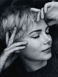 Michelle Williams photographed by Mark Segal. Such a classic beauty Pixie Cut, Short Pixie, Michelle Williams Pixie, Michele Williams, Pretty People, Beautiful People, Mark Segal, Pixie Lang, Blonde Pixie