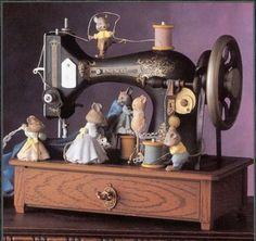 Sew Petite - Old-fashioned Sewing Machine