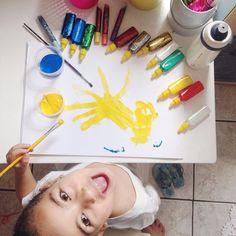 Fim de semana começou cedo por aqui Pessoinha já passou pela animação pico de tédio e empolgação.... tudo isso desde as 6:38h!    Esse fim de semana será só nosso quero ver até onde chega minha imaginação pra garantir a animação por aqui. Ahahahahahah Começamos com pintura ela quer brincar de boneca e trocar todas as roupas delas fazer recortes ver filme escrever brincar de massinha....   #MaternidadeColorida #BlogMC #DicaMC #EuEEla #MuitoAmô #DiaDeBrincar