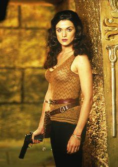 Rachel Weisz portrays the role of ''Evelyn (Evie) Carnahan / Nefertiri'' in the film ''The Mummy Returms'' ''Η μούμια επιστρέφει'' a 2001 American action-adventure fantasy film.