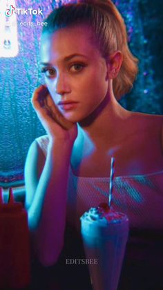 Riverdale Tumblr, Riverdale Funny, Riverdale Memes, Riverdale Cast, Betty Cooper Riverdale, Riverdale Cheryl, Beautiful Girl Video, Mean Girls 2, Cole Sprouse Shirtless