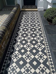 Victorian Black and White Mosaic in London - Painted floor tiles - - Victorian Front Garden, Victorian Terrace, London Garden, Covent Garden, Balcony Design, Garden Design, Front Gardens, Kew Gardens, Porch Tile