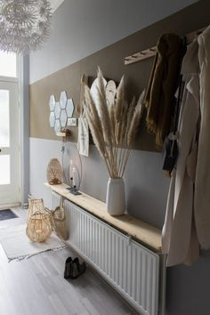 Hal make-over met Tranquil Dawn - Juudithhome- interieur & styling Earthy Home, Flur Design, Hallway Designs, Bedroom Styles, Plywood Furniture, Inspired Homes, Home Decor Inspiration, Home And Living, Decoration