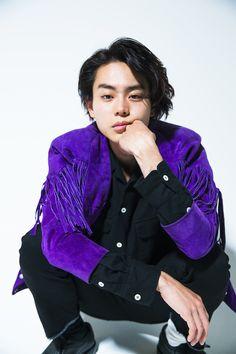 """20代前半ながら""""実力派俳優""""と呼ばれ、驚くほどのスピードで活躍の幅を広げてきた菅田将暉さん。なぜ、彼が引く手あまたなのかが分かるインタビューです。"""