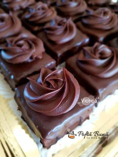 Amandine cu ciocolata, reteta veche de cofetarie Dessert Cake Recipes, Dessert Drinks, Sweets Recipes, Baking Recipes, Chocolat Recipe, Cupcake Cakes, Cupcakes, Sweet Cooking, Chocolate Pastry