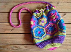 Stitch by Stitch: African Flower Crochet Bag. Pattern here:http://alladagarsomgick.blogspot.com/2011/12/african-flower-bag-pattern.html.  ☀CQ #crochet