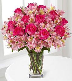 Referência de arranjo de astromélias com rosas, sempre dentro da paleta de cores escolhida.