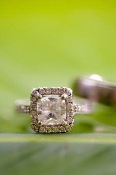 pretty sparkler~ Perfect vintage ring. This is very similar to what I am thinking my next wedding set will be.