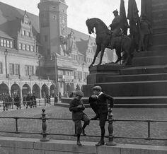 1940 marktplatz Germany Travel, Louvre, Europe, Lob, Retro, City, Building, Statues, Father