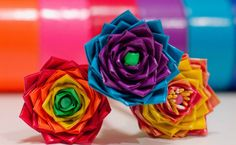How To Make A Flower Pen Using Duct Tape | Aren't these flowers super fun? #diyready www.diyready.com